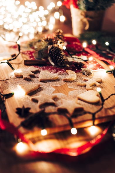 gingerbread-biscuits-on-christmas-evening-picjumbo-com